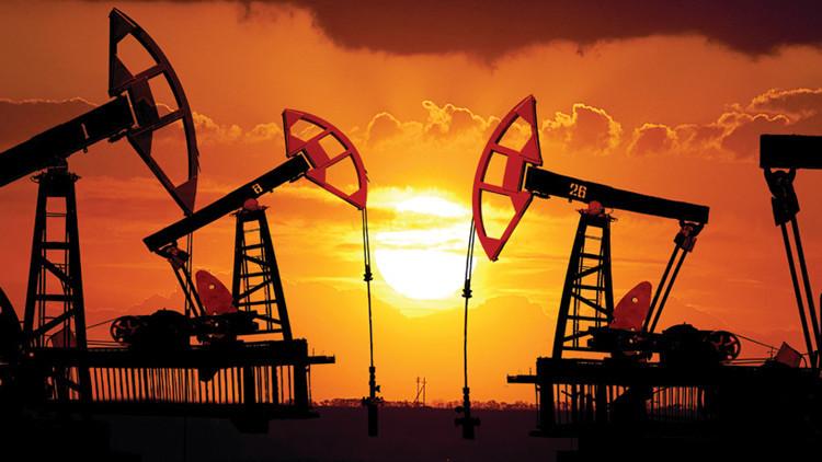 النفط يتجه نحو 70 دولار للبرميل بحلول منتصف العام المقبل