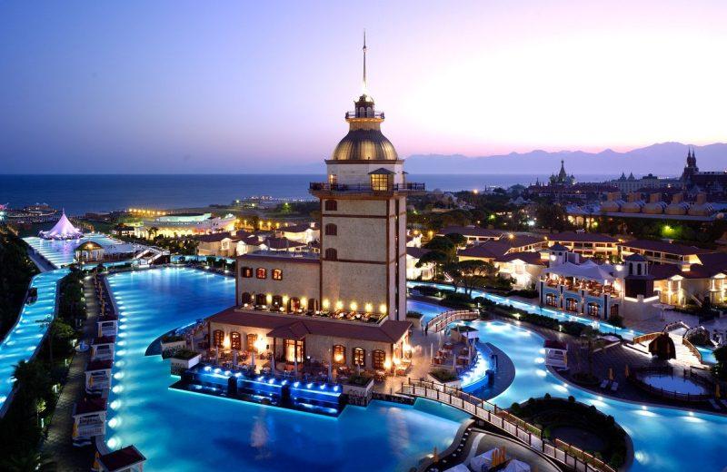 تركيا: إيرادات السياحة تتراجع في الربع الأخير من 2016
