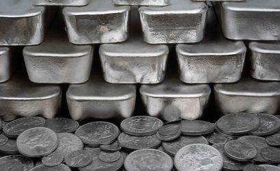 الفضة تقلص مكاسبها بعد ارتفاعها لاعلى مستوياتها في شهر مقابل الدولار