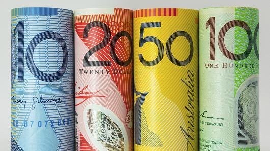 الدولار الأسترالي يهبط إلى أدنى مستوى خلال 10 أعوام مع تراجع آمال تهدئة التوترات