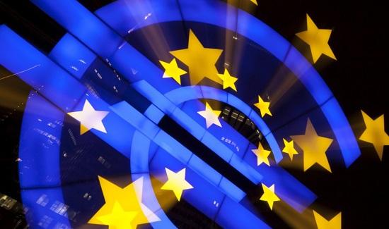 ماريو دراغي يؤكد أن منطقة اليورو تحتاج الى التحفيز النقدي