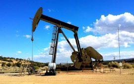 النفط يواصل تراجعه لليوم الثاني وسط مخاوف من تخمة المعروض