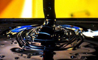 أسعار النفط اليوم تواصل تراجعها بضغط من زيادة المخزونات والإنتاج الأمريكي