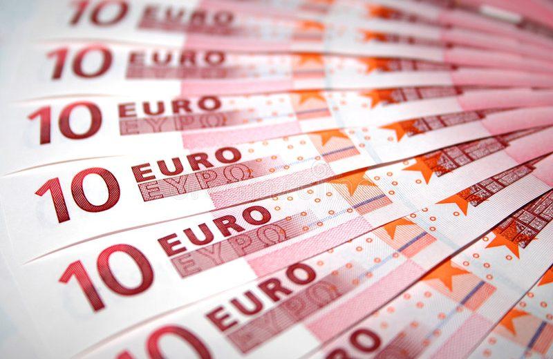 اليورو يهبط دون 1.23 دولار بعد تقارير مخيبة للآمال بشأن التضخم الأوروبي