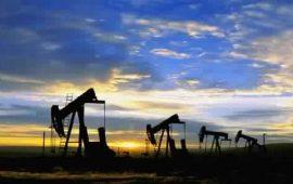 أسعار النفط تنخفض بضغط من مخاوف بشأن تزايد إمدادات النفط الصخرية