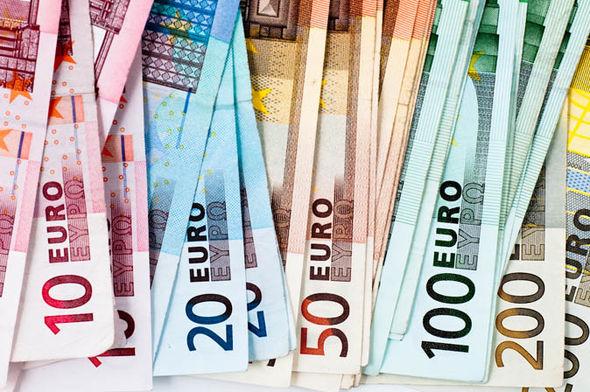 اليورو يقترب من 1.18 دولار مع تبدد حالة عدم اليقين السياسي في ألمانيا