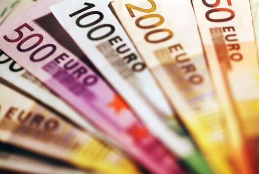 اليورو يعمق خسائره مع تراجع التضخم الأوروبي إلى 1.2% خلال أبريل