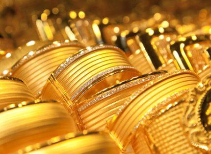 أسعار الذهب ترتفع مع تزايد الطلب على الملاذ الآمن وانخفاض الدولار