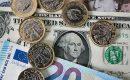 الدولار يتراجع وسط مخاوف بشأن إغلاق الحكومة الأمريكية