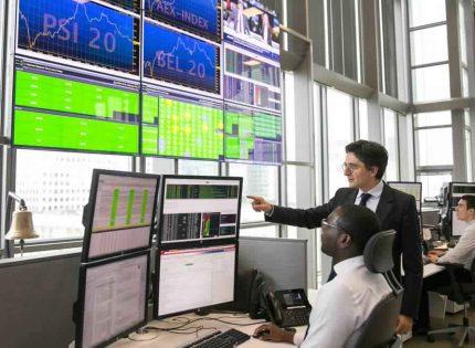 الأسهم الأوروبية تغلق مرتفعة لكنها تتكبد خسائر أسبوعية