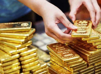 أسعار الذهب تنخفض مع ارتفاع الدولار وتقلص المخاوف التجارية