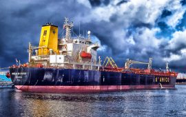 مخزونات النفط الأمريكية تنخفض للأسبوع الثامن على التوالي