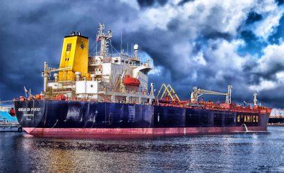 مخزونات النفط الأمريكية ترتفع بنحو 4.8 مليون برميل وأسعار النفط تتحول للتراجع