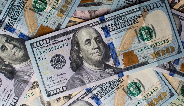 الدولار ينخفض مقابل العملات الرئيسية مع آمال خفض معدل الفائدة