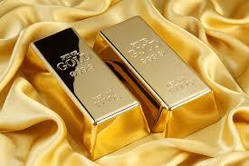 أسعار الذهب تنخفض قليلا وسط انتعاش الدولار