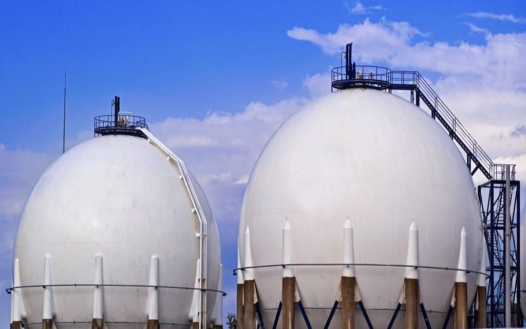 أسواق الطاقة :  أسعار الغاز الطبيعي ترتفع والنفط الخام يقلص خسائره