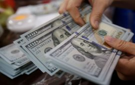 الدولار الأمريكي يتعافى من أدنى مستوى له في 3 سنوات مع الإقبال على الأصول الخطرة
