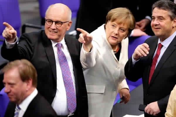 ميركل تحذر من التحديات المقبلة بشأن مفاوضات البريكست