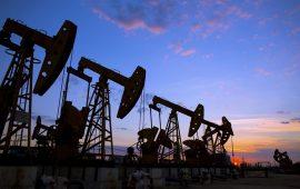 خام نايمكس الأمريكي يعمق خسائرة بعد ارتفاع مخزونات النفط الأمريكية