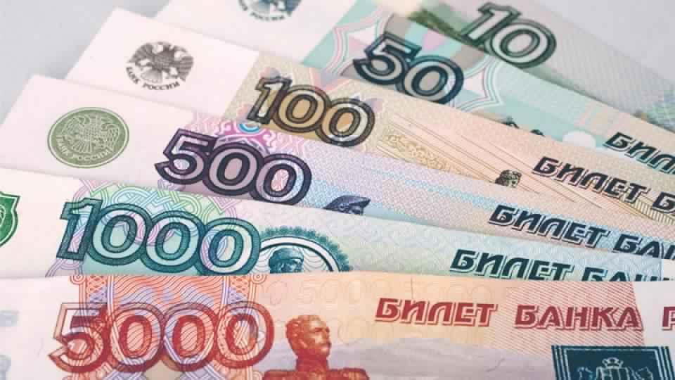 الروبل الروسي يقفز بعد أن قرر المركزي الروسي خفض معدل الفائدة