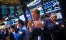 الأسهم الأمريكية تفتتح على مكاسب إثر هدوء التوترات التجارية