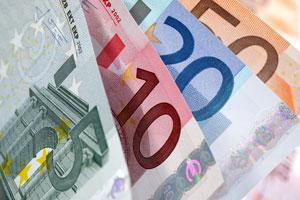 اليورو يلتقط أنفاسه من موجة هبوط حادة بعد أن خفف الإتحاد الأوروبي من إنتقاده لإيطاليا