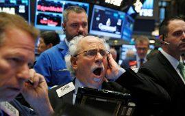 التوترات التجارية تدفع الذهب والدولار وكذلك البورصات العالمية للهبوط الحاد