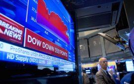داوجونز يفقد نحو 350 نقطة  بمنتصف التعاملات بضغط من هبوط أسهم التكنولوجيا والإتصالات