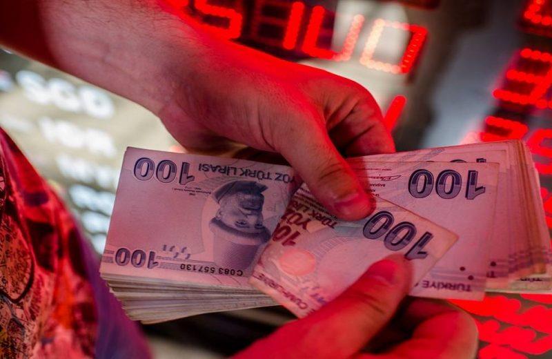 الليرة التركية تهبط  لأدنى مستوى بأسبوعين