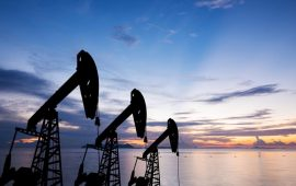 أسعار النفط تنخفض وسط وفرة المعروض ومخاوف من تباطؤ نمو الاقتصاد العالمي