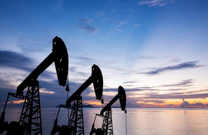 ارتفاع أسعار النفط مع إشارة أوبك إلى تخفيضات أكبر في الإنتاج