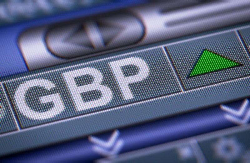 الاسترليني أفضل العملات الرئيسية أداء على المدى اليومي والأسبوعي والشهري