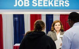 الشكاوي من البطالة الأمريكية تهبط بنحو 2000 طلب إلى 214000 طلب في أواخر أكتوبر