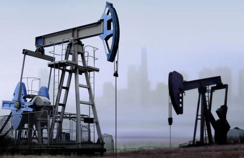 مخاوف وفرة المعروض تهبط بأسعار النفط