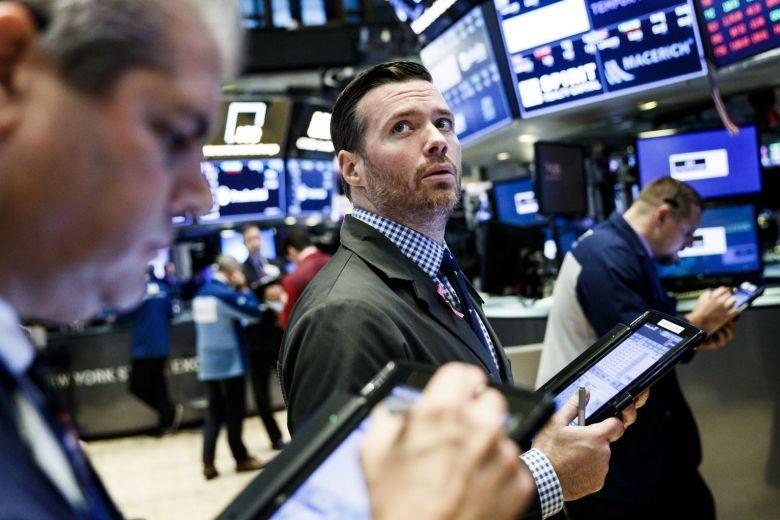 الأسهم الأمريكية تعمق خسائرها ومؤشر داوجونز يفقد أكثر من 230 نقطة