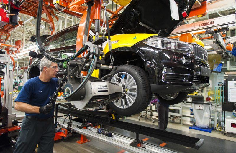الاسترليني يرتفع رغم انكماش النشاط الصناعي البريطاني