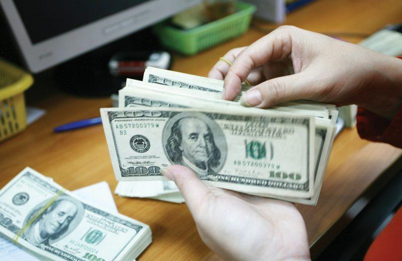 التوترات التجارية تعزز الطلب على الدولار الأمريكي