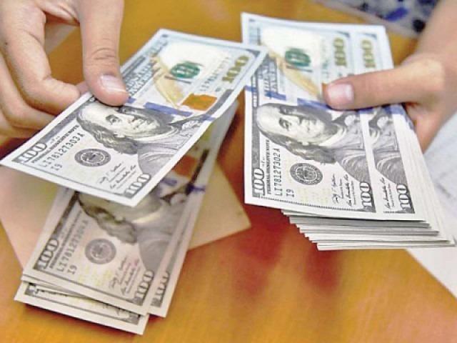 الدولار الأمريكي يتحول للصعود عالميا بعد صدور بيانات اقتصادية