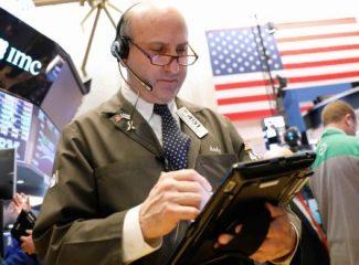 الأسهم الأمريكية تفتتح منخفضة بعد أن أثارت البيانات الصينية مخاوف من تباطؤ الإقتصاد العالمي
