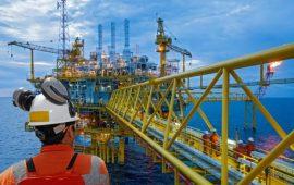 تراجع المخزونات الأمريكية يعزز مكاسب أسواق النفط