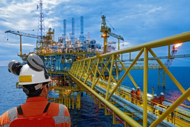أسعار النفط تتراجع وسط ترقب التطورات التجارية