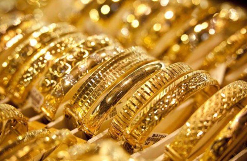 المعدن الأصفر يعمق خسائره ويهبط بأكثر من 10 دولارات وسط ارتفاع الدولار