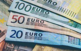 اليورو يرتفع فوق 1.1270 دولار رغم تباطؤ إقتصاد منطقة اليورو