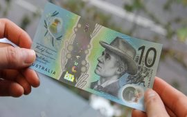 الدولار الأسترالي ينخفض بعد تعليقات البنك المركزي لأستراليا