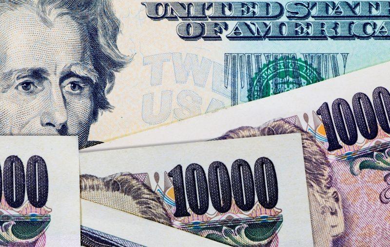 الدولار الأمريكي يستقر قرب أعلى مستوى في عامين