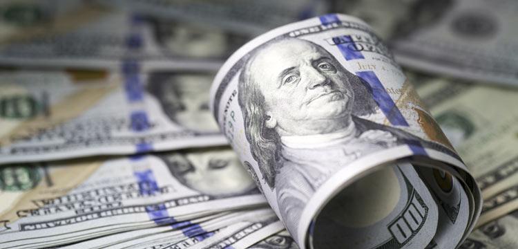 الدولار ينخفض رغم تراجع الشكاوي من البطالة الأمريكية