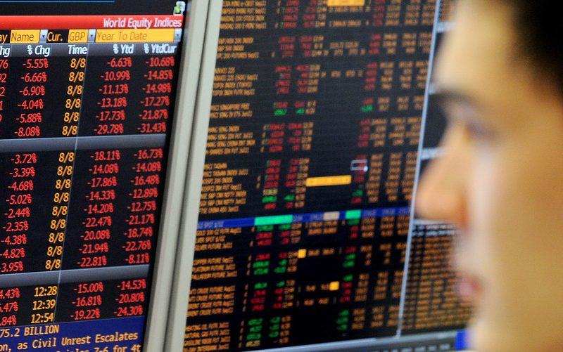 الأسهم الأمريكية تنخفض قليلا بعد تبدد الآمال بشأن خفض أسعار الفائدة