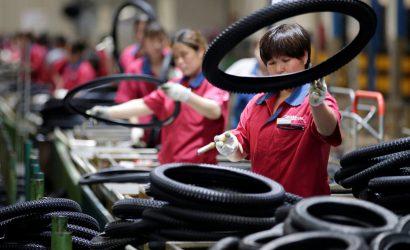 داوجونز يخسر 300 نقطة في حين يستعد المستثمرون لمواجهة الأزمة التجارية الطويلة
