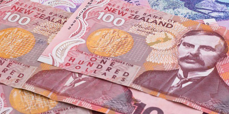 الدولار النيوزيلندي يسجل هبوطا حادا بعد خفض سعر الفائدة بنحو 25 نقطة