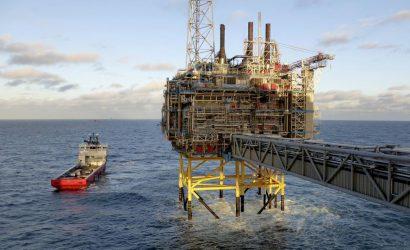 إنتاج النفط الأمريكي يزيد بمقدار 100 ألف برميل يوميا في الأسبوع الماضي